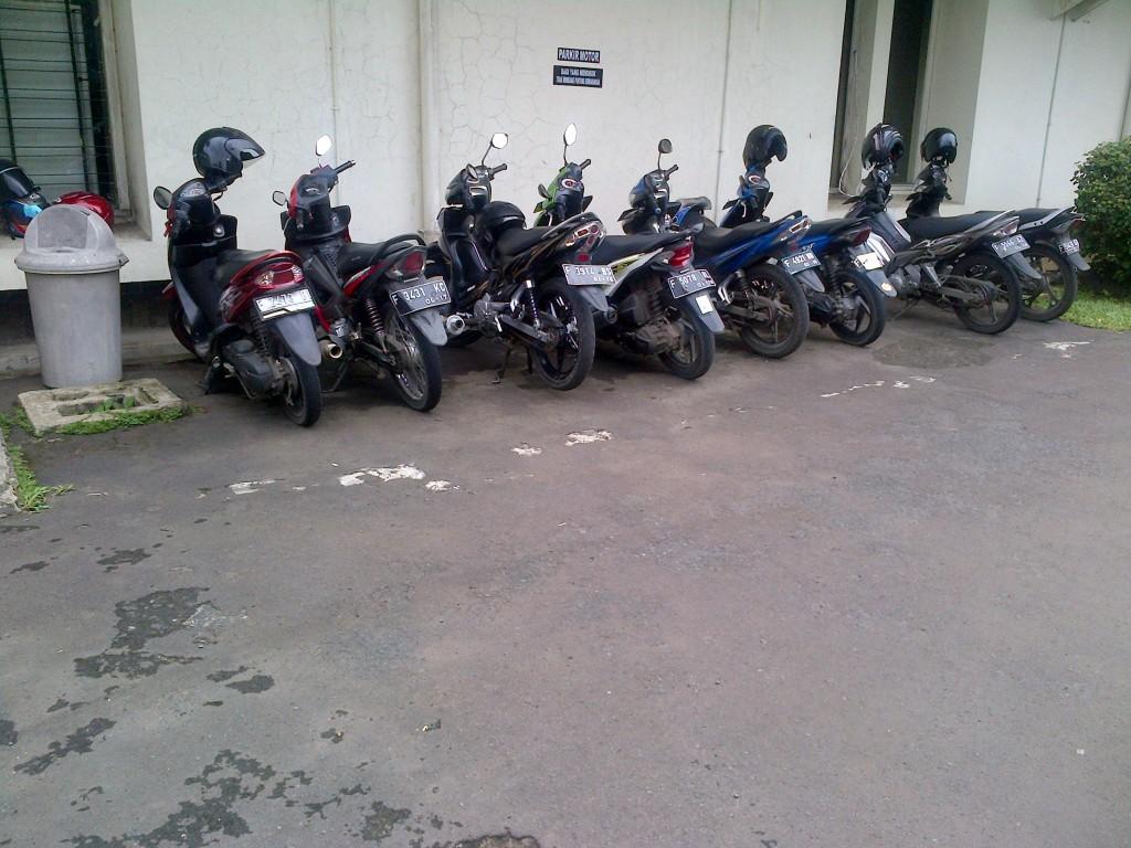 Tempat Parkir Motor 1 PSSP LPPM-IPB