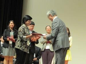 Silvia Arin Prabandani menerima penghargaan JALAS