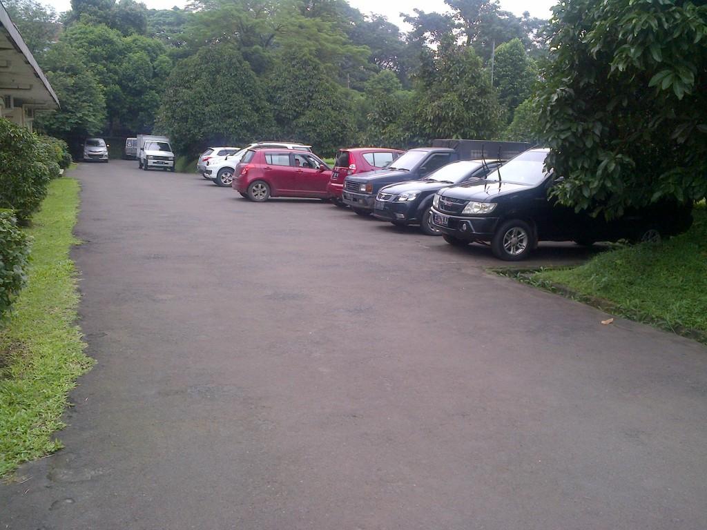 Tempat Parkir Mobil PSSP LPPM-IPB