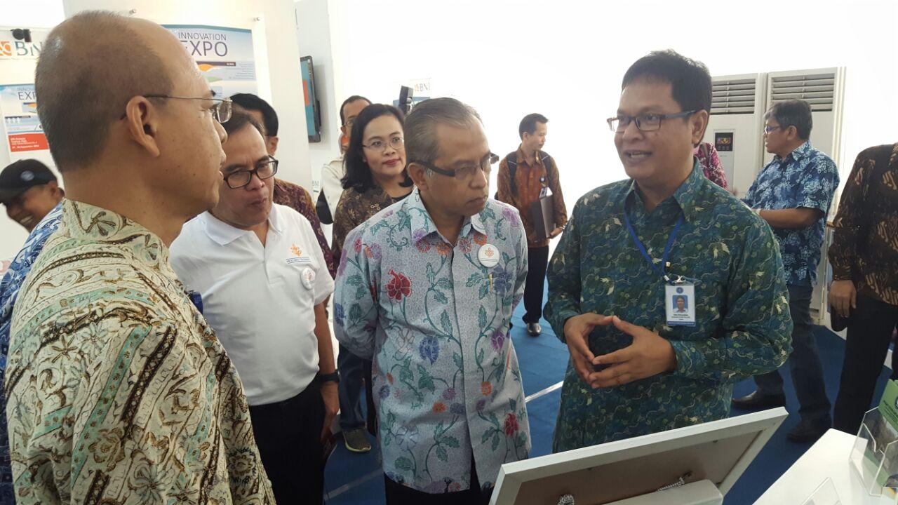 Kunjungan Rektor IPB di Stand PSSP LPPM-IPB