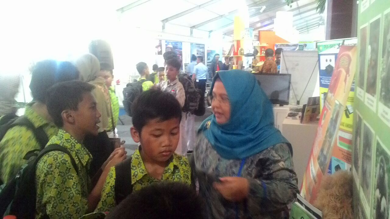 Stand Expo PSSP dikunjungi oleh Siswa SMP dari Kota Solo