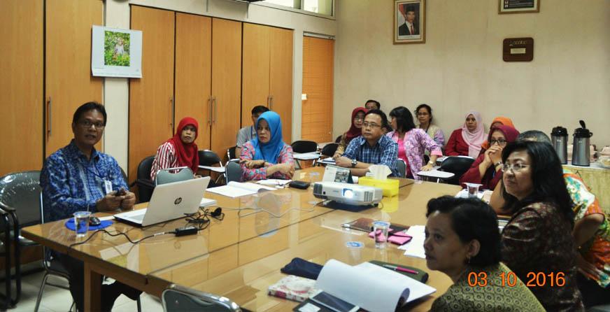 Suasana presentasi dari Kepala Pusat PSSP lPPM-IPB dihadapan tim monev PUI-PT