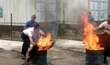 Training dan Latihan Dasar Menanggulangi Kebakaran 2017
