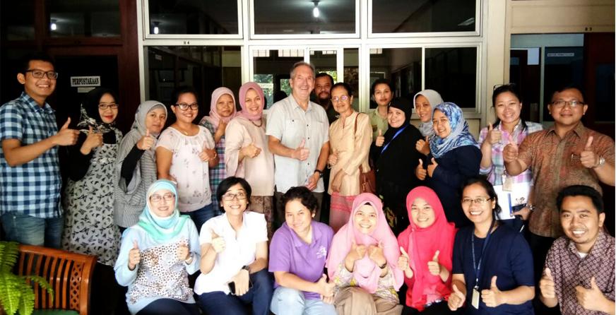 Foto Bersama Narasumber dan Peserta Workshop on Scientific Writing