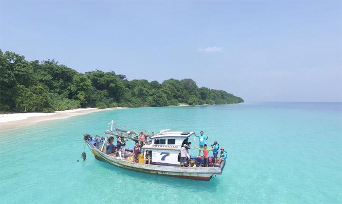 Kegiatan Pengambilan Gambar dan mengeksplor keanekaragaman hayati laut yang ada di daerah Muara Binuangeun dan pulau Tinji