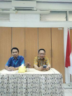 Drh Huda S Darusman, MSi, PhD dan Dr Ir Entang Iskandar, MSi saat memberikan arahan